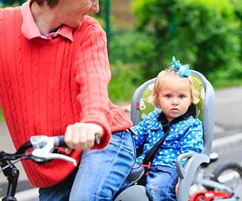 papa-mit-kind-am-fahrrad